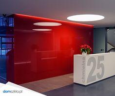 Szkło kolorowe, szklane panele, recepcja, czerwony. Lacobel, red glass, hotel, office.