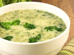 3 SmartPoints Cream of Broccoli Soup – Skinny Points Cooking Easy Broccoli Soup, Brocoli Soup, Broccoli Soup Recipes, Cream Of Broccoli Soup, Cheap Clean Eating, Clean Eating Snacks, Healthy Eating, Fusilli, Famous Recipe