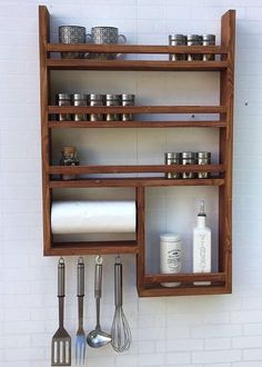 An organized spice rack makes cooking enjoyable and there are various ways to do it. Need some inspiration? Check out our clever portable spice rack ideas here. Outdoor Kitchen Design, Kitchen Decor, Kitchen Ideas, Kitchen Inspiration, Kitchen Rack Design, Kitchen Trends, Kitchen Designs, Wooden Spice Rack, Pallet Spice Rack