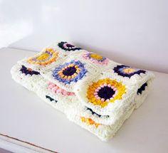Akamatra: Sunburst granny squares baby blanket - link to freebie: thanks so xox