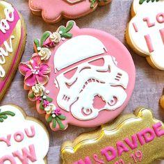 Star Wars Storm Trooper cookie - Star Wars Cookie - Ideas of Star Wars Cookie - Star Wars Storm Trooper cookie Wedding Sweets, Wedding Cookies, Cookie Designs, Cookie Ideas, Rainbow Sugar Cookies, Star Wars Cookies, Cookie Table, Star Wars Birthday, Valentine Cookies