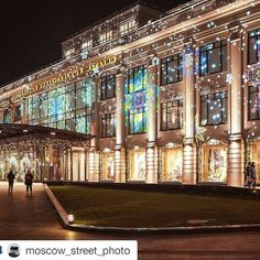 #Repost @moscow_street_photo with @repostapp  #цум  miss you Moscow by ella_valentinova