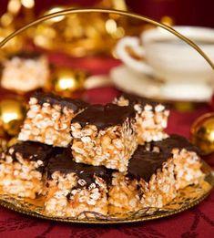 Julens goda godis – 7 recept du måste prova!   Land Best Dessert Recipes, Candy Recipes, Fun Desserts, Sweet Recipes, Homemade Sweets, Homemade Candies, Christmas Treats, Christmas Baking, Christmas Time