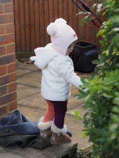 Hat and leggins, Gugguu / boots, Ugg // Baby bear