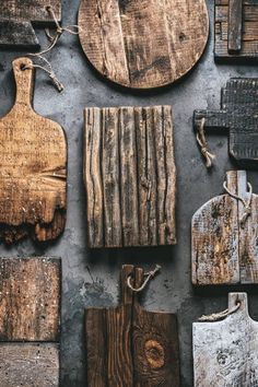 still life of wooden boards Rustic Food Photography, Food Photography Props, Photography Jobs, Bread Board, Zigarren Lounges, Comida Pizza, Vegan Quesadilla, Ivy House, Wabi Sabi