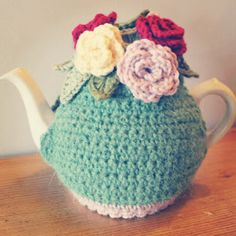 Crochet tea cosy Teapot Cover, Crochet Decoration, Holiday Crochet, Tea Cozy, How To Purl Knit, Knit Or Crochet, Beautiful Crochet, Tea Cosies, Cozies
