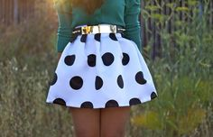 Green long sleeve shirt with a polka dot skirt and a gold belt. I want this outfit! Look Fashion, Fashion Beauty, Womens Fashion, Fashion Blogs, Skirt Fashion, Fashion 2014, Trending Fashion, Beauty Style, Fashion Clothes