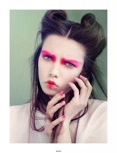 Modern geisha. Love the hair