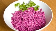 Cviklový šalát s kyslou smotanou Cabbage, Grains, Rice, Vegetables, Food, Essen, Cabbages, Vegetable Recipes, Meals