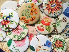 DIY magnets, buttons, jewelry from vintage linens - idea for packages