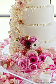 Love the ruffle on this wedding cake with pink garden roses and pink ranunculus  Cake by~ http://www.allaboutthecake.net/