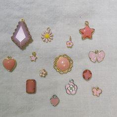 【pono_nagoya】さんのInstagramをピンしています。 《2017/01/20(Fri) . 主にゴールドチャームが多いponoですが、 色モノもチョコチョコっとあるんですよ。 . . 本日はサクラ色チャームを集めてみました。 . ピンクやグリーンを良く見かけるようになった近頃。 . . 柔らかいサクラ色がとってもきになる!! . . . アクセサリーの主役級になるものから、ちょこんとポイントになるものまで。 . 明日のイベントにも、サクラ色チャームだけでなくカラフルなアイテムをご用意して向かいますよ〜!! . お楽しみに☺︎ . . 【イベント出店のお知らせ】 ・ 今週土曜日は豊田に出張出店いたします◎  STREET &PARK  MARKET  日 時  2017/1/21(Sat)  10:00~15:00 場 所  豊田市元城町1-5  桜城址公園  ponoはAOZORA PARK エリアに出店です。 *星ヶ丘店も通常営業しております。 . . Reina…