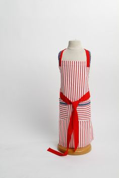 Sweet Pea - Children's Apron – Retro Aprons By Violet Jones Vintage Retro Apron, Aprons Vintage, Vintage Style, Vintage Fashion, Childrens Aprons, Kids Apron, Sweet, Handmade, Candy