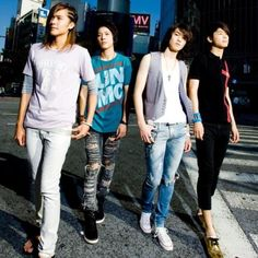 CN:Blue  Really nice photo, when you forget the fact that it looks like Yong Hwa has no hair/head.