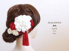 """43 Likes, 1 Comments - AI no HANA * お花の髪飾り*アレンジメント (@ai__no__hana) on Instagram: """"* * white×red * 定番カラーですね(*^^*) * 白の小さなぽんぽんマムにはゴールドの花芯をいれておりますので、角度によってキラキラ✨輝きます♪ *…"""""""