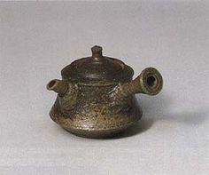 Tokoname teapot : YAMADA Jozan,1994  YAMADA Jozan  THE 41st EXHIBITION OF JAPANESE TRADITIONAL ART CRAFTS 00241  1994