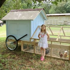 Hühner - Chickens Chicken Tractor-site has instructions-Comments- I would modify my original design Mobile Chicken Coop, Chicken Coup, Portable Chicken Coop, Chicken Pen, Best Chicken Coop, Backyard Chicken Coops, Chicken Coop Plans, Building A Chicken Coop, Chickens Backyard