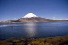 Primera región. Localizado a 13 kilómetros al sureste de Parinacota, a 51 kilómetros al este de Putre, a 196 kilómetros al noreste de Arica y a 498 kilómetros al norte de Iquique.