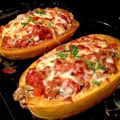 """""""Lasagna Style Spaghetti Squash By @Race4Fitness 1 spaghetti squash 1 lb any choice of meat (ground turkey) 2 cups of your favorite pasta sauce 2…"""""""