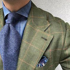 New round. #men #menstyle #menswear #mensfashion #napoli #sprezzatuza #mensclothing #bespoke #dandy #gentleman #mensaccessories #mensstyle #tailor #milano #fashion #menwithclass #italy #style #styleformen #wiwt #suit #dapper #menwithstyle #ootd #daily #moda #stile #elegance #classy #mnswr