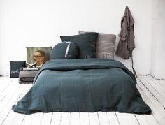 Parure de lit en lin bleu canard par Bed and Philosophy