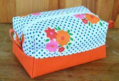 Tuunausta ja tekeleitä: Meikkipusseja Backpack Pattern, Toy Chest, Sunglasses Case, Purses, Sewing, Crafts, Diy, Bags, Working Hands