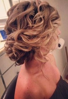 Loose, soft updo awesome bridesmaid hair do Wedding Hair And Makeup, Hair Makeup, Makeup Hairstyle, Soft Updo, Messy Updo, Loose Updo, Soft Curls, Updo Curly, Updos For Medium Length Hair
