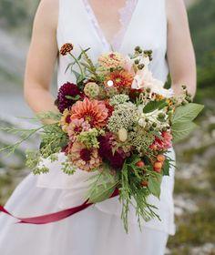 #ブーケ #ウェディングブーケ #ブライダルブーケ #秋 Fall Wedding Bouquets, Autumn Wedding, Wedding Flowers, Wedding Dresses, Bridal Bouquets, Green Flowers, Cut Flowers, Cut Flower Garden, Zinnias
