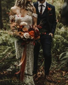 Gorgeous bride in off the shoulder gown and bouquet in rust color combinations bouquet fallwedding. Fall Wedding Bouquets, Fall Wedding Flowers, Bride Bouquets, Boho Wedding, Floral Wedding, Dream Wedding, Wedding Day, Wedding Dresses, Wedding Venues