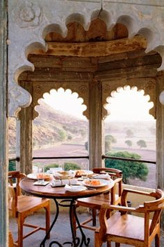 Breakfast in India. An Indian Summer : Luncheon at the gazebo. Indian Home Interior, Indian Interiors, Indian Home Decor, Ethnic Decor, Indian Architecture, Indian Homes, Indian Summer, Trendy Home, Incredible India