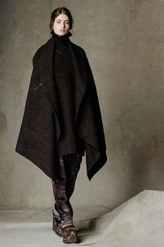 6a. Gary Graham Fall 2014 RTW. This women's coat is quite similar to the houppelande worn in the 1400's, the major difference is 13th century houppelande was belted and full length. The coat is brought into modern times by shorting the length and removing the belt.