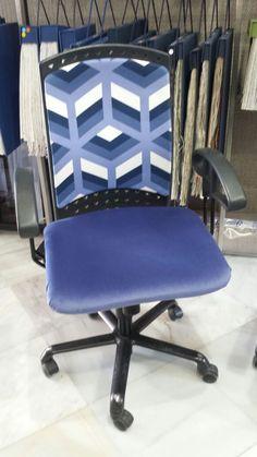 Respaldo Tela Javier en azul y asiento terciopelo Villamayor ambas de Lorenzo del Castillo para Gastón y Daniela