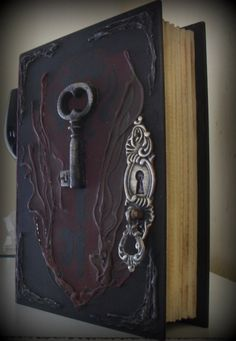 Caixa livro estilo século XIX