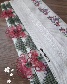 You& Admire Color Color Needle Lace Hijab Writing Edge Models, Knitted Shawls, Knitted Poncho, Tatting, Knit Shoes, Needle Lace, Lace Making, Baby Knitting Patterns, Knitting Socks, Floral Tie