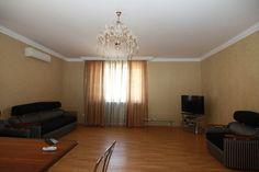 Предлагаем для долгосрочной аренды в Ставрополе  2 - комнатная квартира по адресу Бруснева15А, Триумф , ремонт современный,встроенная кухня, шкаф-купе, 2-х спальная кровать, мягкая мебель, новая мебель, общей площадью 80.1 кв.м, дом Новый кирпич, Индивидуальное отопление, Газ-плита, наличие бытовой техники - стиральная машина (+), холодильник (+), телевизор (ЖК),парковка стихийная, номер объявления - 3215, агентствонедвижимости Апельсин. Услуги агента только по факту заключения…
