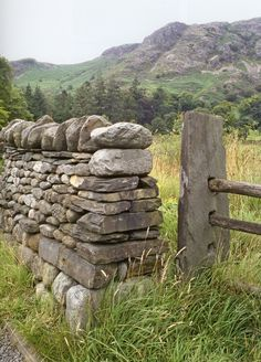 stone fence post and freestanding field stone wall - dry stone fence