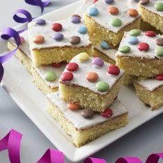 Fantasy cake on the tin - easy and fast- Fantakuchen vom Blech – einfach und schnell Recipe: fan cake from tin – easy and fast – BRIGITTE - Cupcake Recipes, Baking Recipes, Dessert Recipes, Fantasy Cake, Baking With Kids, Snacks Für Party, No Bake Desserts, Quick Easy Meals, Yummy Cakes
