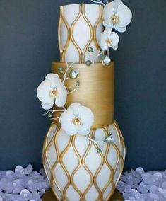 23. A golden cage cake