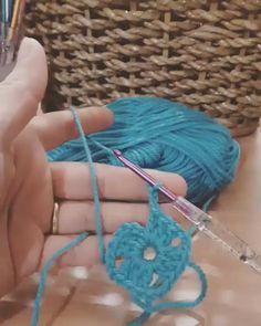 Veja Como Mudar Sua Vida Financeira Modo Simples e Fácil! Granny Square Häkelanleitung, Granny Square Crochet Pattern, Crochet Flower Patterns, Crochet Squares, Crochet Granny, Crochet Motif, Crochet Flowers, Bavarian Crochet, Crochet Symbols