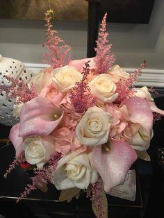 #tenpennies #flowers #florist #beautifulflowers #bridalbouquet #bouquet #weddingbouquet #roses #callalily #callalilies #creamroses #flowerstagram #flowersofinstagram #flowersoftheday #flowerarrangement #wedding #weddingflowers #weddingday #weddingideas #weddinginspo #weddinginspiration #flowerdesign #floraldesign #florals #flowerpower #flowerlovers #flowerslovers #flowerdelivery #weddingreception #luxurywedding #sparkle #glitter #pinkflowers #instaflower #instaflowers #instabloom…