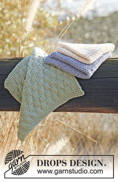 "DROPS 120-58 - Knitted DROPS cloths with 3 different textured patterns in ""Safran"". - Free pattern by DROPS Design"