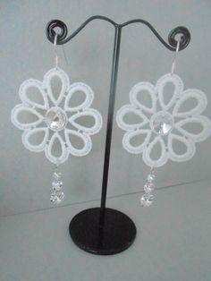 Boucles d'oreilles en dentelle, en argent 925 et en cristal : Boucles d'oreille par vanessa-m