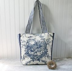 A wonderful country chicken toile print adorns the front of this reusable market bag. It is complimented nicely with a checkered gingham.