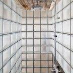 Glass block shower Bathroom By Alex Gasca + Hélène Silvy-Leligois Home Interior, Bathroom Interior, Interior Architecture, Modern Bathroom, Warm Bathroom, Brick Interior, Eclectic Bathroom, Scandinavian Bathroom, Interior Plants