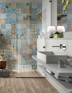 Small Bathroom Layout, Bathroom Design Layout, Bathroom Design Luxury, Decoration Design, Deco Design, Design Moderne, Casa Milano, Patchwork Tiles, Small Apartment Interior