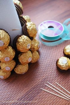 What could be more elegant for a holiday dessert table than a tower of golden Ferrero Rocher chocolates? Ferrero Rocher Tree, Ferrero Rocher Bouquet, Ferrero Rocher Chocolates, Chocolate Tree, Chocolate Bouquet, Baby Shower Cupcakes, Fun Cupcakes, Diy Xmas, Candy Buffet