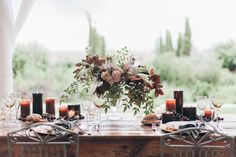 Earlier today, we brunched in style with Lisa Poggi & Gianluca Gasperoni—South African style with a bit of Tuscan influence, that is. And we're continuing the festivities this afternoon with the jaw-dropping wedding portion, drenched in burgundy, lavender and blush. Tuscan Dream, Wedding Concepts and La Rosa