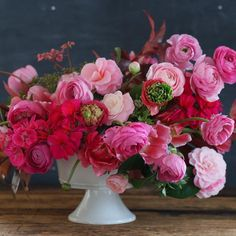 Pretty much obsessed with ranunculus over here - I find that I use them in almost all of my floral recipes. #tulipina
