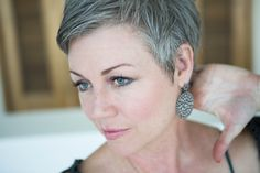 #shortgreyhair #pixie #lettingitgrow #grey #silverish #naturalcolor #thankful #sexyatanyage #silverissexy #silverhair #abbyparkermoneyhun