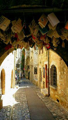Saint Paul de Vence. Street in Provence.